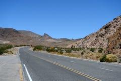 Lege weg in het Nationale Park van de Doodsvallei, Californië Stock Fotografie