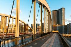 Lege Weg op een Moderne Wegbrug bij Zonsondergang stock afbeelding