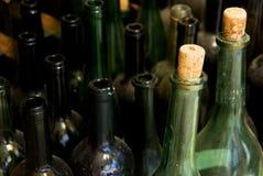 Lege wijnflessen Stock Afbeeldingen