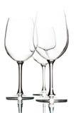 Lege wijnglazen op wit Stock Foto's