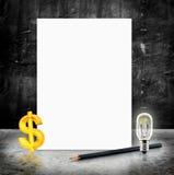 Lege Witte affiche met dollar binnen teken en lightbulb en potlood Stock Afbeelding