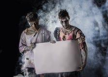Lege Witte Banner van de twee de Mannelijke Zombieënholding Royalty-vrije Stock Afbeelding