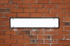 Lege witte Britse straat sig Stock Afbeeldingen