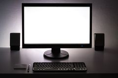 Lege witte PC-monitor op Desktop Stock Fotografie