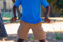 Lege zakken van een zwarte jongen Royalty-vrije Stock Afbeelding