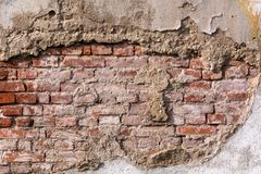 Lege zeer oude rode bakstenen muurtextuur Geschilderde Verontruste Muuroppervlakte stock fotografie