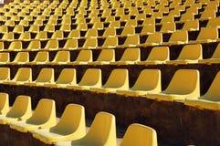 Lege zetels in een openluchttheater Stock Foto's