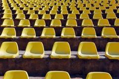 Lege zetels in een openluchttheater Stock Foto