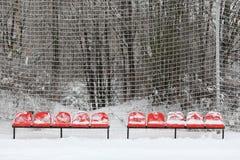 Lege zetels in een stadion in de sneeuw Royalty-vrije Stock Afbeelding