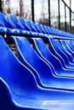 Lege zetels op de sportengrond stock fotografie