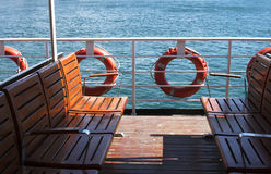 Lege zetels op een Turkse veerboot royalty-vrije stock fotografie