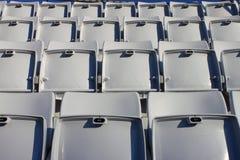 Lege zetels in stadion stock fotografie