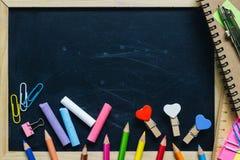 Lege Lege Zwarte schoolbordachtergrond met houten kader en S royalty-vrije stock foto's