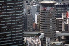 Legen Sie durch das Haus, Osaka, Japan einen Tunnel an Stockbilder