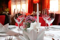 Legen Sie Einstellung für eine Hochzeit ver lizenzfreie stockfotos