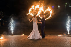 Legen Sie Feuer auf die Paare stockbild