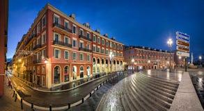Legen Sie Massena-Quadrat an der Dämmerung in Nizza, Frankreich Stockbilder