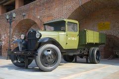 Legendärer Lastwagen in der Ausstellung der militärischer Ausrüstung in Nischni Nowgorod der Kreml Lizenzfreie Stockfotografie