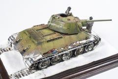 Legendarische Sovjettank t-34 76 in de oorlog in Wereldoorlog II Diorama van de wintermening met bemanning in 1942 stock fotografie