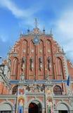 Legendariskt hus av pormaskarna i Riga royaltyfri fotografi