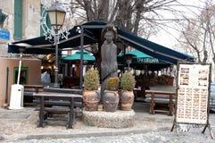 Legendariskt Thi Sheshir (tre hattar) kafé i Belgrade Royaltyfri Fotografi