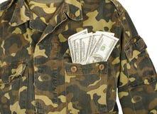 Leger eenvormige zak met dollars stock afbeeldingen