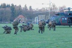 Leger en de oefening van de Luchtmachthelikopter cougar Royalty-vrije Stock Foto