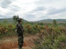 Leger Opleiding De militairen doen opdrachten stock foto