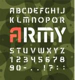 Legeralfabet Stencil militaire doopvont met aantallen Vectordiesymbolen op groene kaki achtergrond worden geplaatst stock illustratie