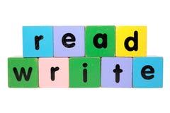 Legga e scriva nei blocchetti del giocattolo Fotografia Stock Libera da Diritti