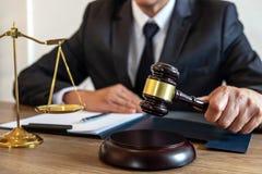 Legge, concetto della giustizia e di consiglio, avvocato del consulente o notar legale fotografie stock libere da diritti