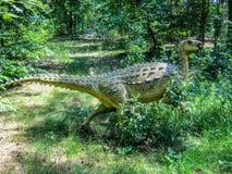 Legged herbivoor dinosaurus twee in bos stock foto's