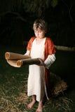 Leggendo dalle sacre scritture Immagine Stock