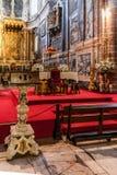 Leggio ed altare della cattedrale di Evora, la più grande cattedrale nel Portogallo Fotografia Stock Libera da Diritti