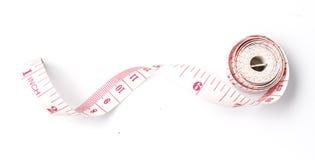 Leghi la misurazione con un nastro sul fondo bianco Immagine Stock Libera da Diritti