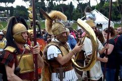 Legionärer på historiska forntida romans ståtar Arkivbilder