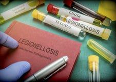 Legionellosis del doctor Holds Book On en un hospital Foto de archivo