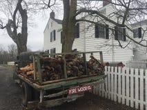 Legna da ardere d'annata della fattoria del camion dell'azienda agricola Fotografia Stock Libera da Diritti