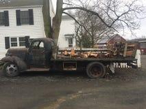 Legna da ardere d'annata della fattoria del camion dell'azienda agricola Immagini Stock