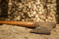 Legna da ardere della betulla e dell'ascia Fotografia Stock Libera da Diritti