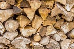 legna da ardere impilata di un mucchio di legno Fotografia Stock Libera da Diritti