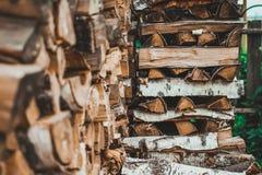Legna da ardere nell'iarda Fotografie Stock Libere da Diritti