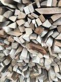 legna da ardere pronta davanti alla casa di inverno Fotografia Stock