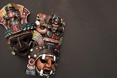 Legno azteco maya messicano e maschera ceramica fotografia stock libera da diritti