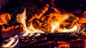 Legno bruciante nella fornace Fotografia Stock Libera da Diritti