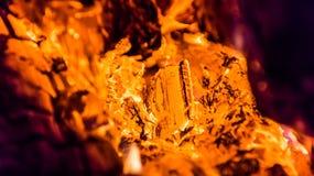 Legno bruciante nella fornace Fotografie Stock