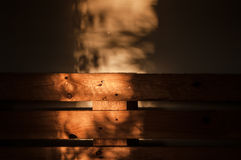 Legno coperto parzialmente di luce solare Fotografia Stock Libera da Diritti