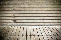 Legno del grunge esposto all'aria raccordo del pavimento e della parete Fotografia Stock Libera da Diritti