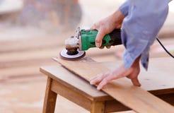 Legno del trapano del carpentiere per la costruzione della casa Immagini Stock Libere da Diritti
