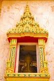 Legno della finestra che scolpisce tempio tailandese. Fotografia Stock Libera da Diritti